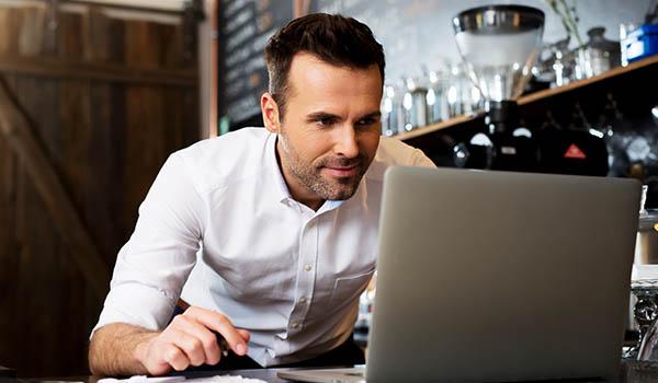 Hilfe bei steuerlichen, betriebwirtschaftlichen und rechtlichen Fragen für Freiberufler und Freelancer durch Alcontas!