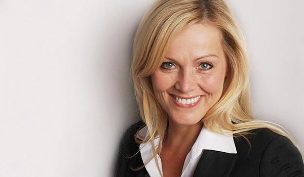 Nehmen Sie zu unserer Assistentin der Geschäftsführung Claudia Pilot Kontakt auf!