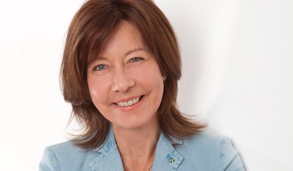 Unsere Steuerfachangestellte Janine Oberheide-Paschke freut sich auf Sie!