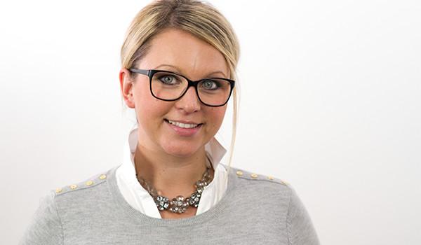 Nehmen Sie zu unserer Assistentin der Geschäftsführung Sarah Malcharzik Kontakt auf!