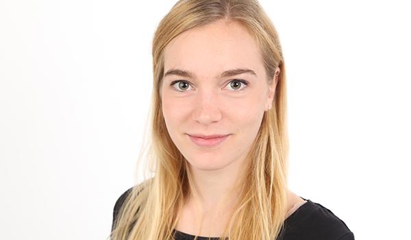 Unsere Auszubildende zur Steuerfachangestellten Pina Sofia Stakemann steht Ihnen gerne für Fragen bereit!